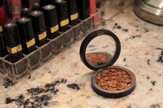 Weekend DIY: Fix a Broken Compact | TheSubtleStatement.com