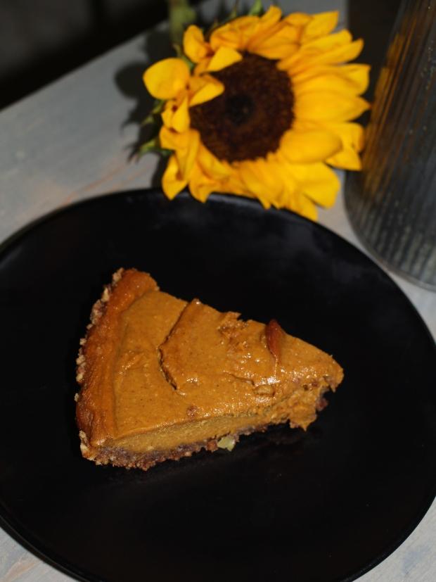 Healthy Pumpkin Pie | TheSubtleStatement.com